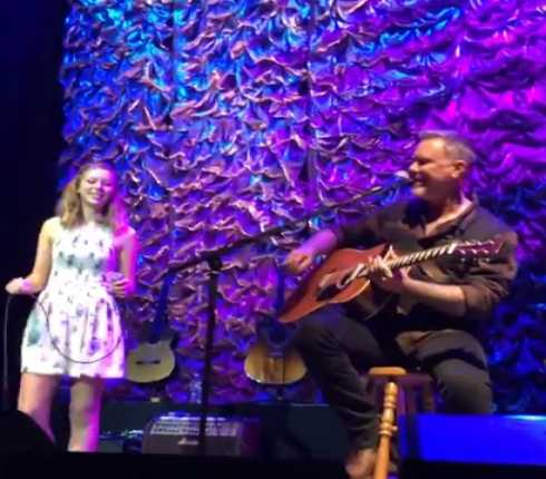 METALLICA: James Hetfield sul palco con la figlia Cali